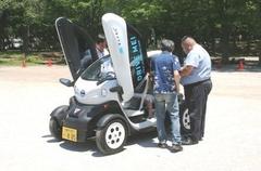 電気自動車の試乗会も行われ