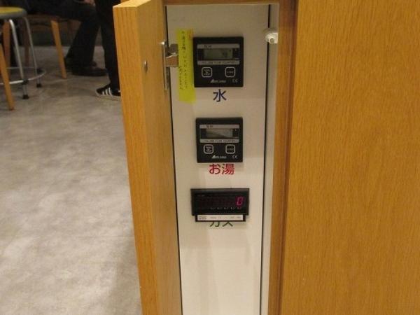水、ガス使用量測定器で各班の使用量を測定。