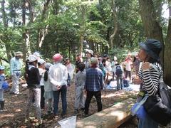 園原先生による森林の中でのお話は、貴重な経験となりました。